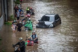 Lũ lụt nghiêm trọng tại Jakarta, hơn 1.000 người phải sơ tán