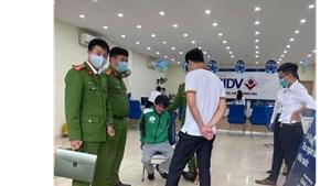 Hà Nội: Người đàn ông mặc đồng phục Grab xông vào cướp ngân hàng BIDV
