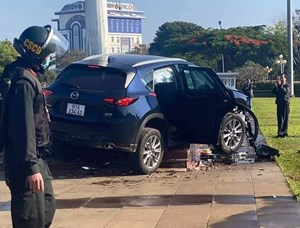 Khởi tố tài xế gây tai nạn tông liên hoàn 5 xe máy và 1 ô tô