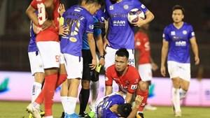 V-League 2021 lẫn lộn niềm vui nỗi buồn