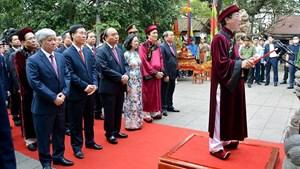 Chủ tịch nước Nguyễn Xuân Phúc dâng hương tưởng nhớ các Vua Hùng nhân ngày Giỗ Tổ