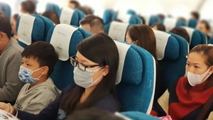Hành khách đi máy bay không đeo khẩu trang sẽ bị phạt