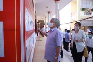 [BẢN TIN MẶT TRẬN] Chủ tịch Đỗ Văn Chiến tiếp xúc cử tri, vận động bầu cử tại Nghệ An