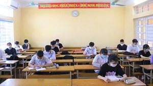 Trường học an toàn, học sinh lớp 12 ở Vĩnh Phúc háo hức trong ngày đầu đi học trở lại