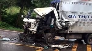 Quảng Ninh: Xe tải va chạm xe chữa cháy, tài xế bị thương nặng