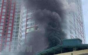 Hà Nội: Nhà xưởng trên phố Định Công bất ngờ bốc cháy dữ dội