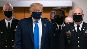 Tổng thống Mỹ lần đầu tiên đeo khẩu trang trước công chúng