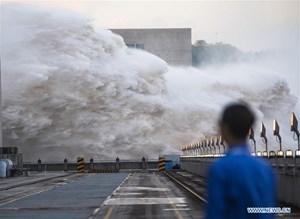 Lũ sông Dương Tử đổ bộ, mực nước hồ chứa đập Tam Hiệp dâng cao kỷ lục
