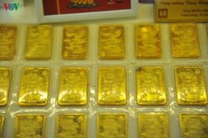 Giá vàng tiến sát mốc kỷ lục 57 triệu đồng/lượng