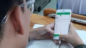 Học sinh được dùng điện thoại trong lớp để phục vụ học tập