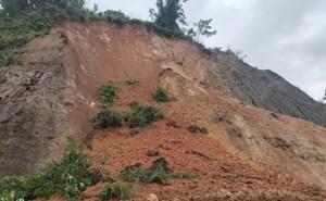Thanh Hóa: Di dời khẩn cấp hàng chục chiến sĩ và người dân do sạt lở núi