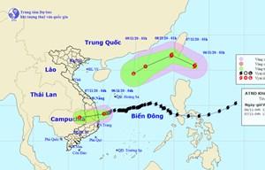 Áp thấp nhiệt đới gây mưa lớn ở miền Trung, bão mới hình thành gần Biển Đông
