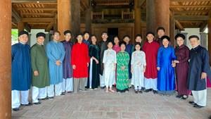Tổ chức quảng bá áo dài truyền thống