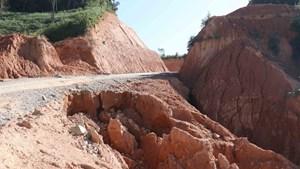 [Ảnh] Cung đường du lịch Tà Lèng - Mường Phăng ở Điện Biên bị sạt lở