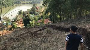 Nứt núi, hàng chục hộ dân bị đe dọa