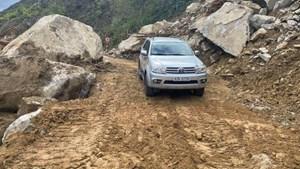 Kon Tum: Thông xe tuyến đường bị sạt lở do mưa bão