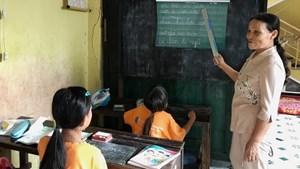 Đà Nẵng: Cô Diệp gần 30 năm, mở lớp dạy học miễn phí cho trẻ em nghèo