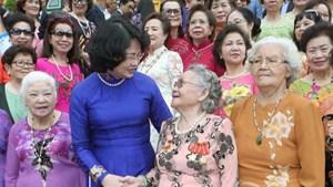 Cầu nối Việt Nam với thế giới