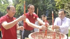 BẢN TIN MẶT TRẬN: Dâng hương kỷ niệm 60 năm thành lập Mặt trận dân tộc giải phóng miền Nam Việt Nam