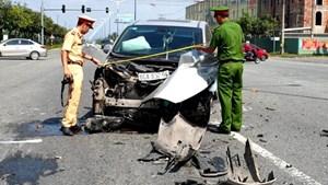 Bình Dương: Tai nạn liên hoàn giữa 3 ô tô, nhiều người may mắn thoát nạn