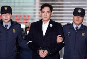 Ai sẽ 'kế vị' Samsung khi 'thái tử' đối mặt với 9 năm tù vì hối lộ?