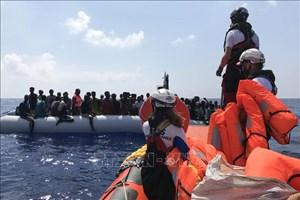 Gần 100 người di cư được cứu ngoài khơi bờ biển Libya