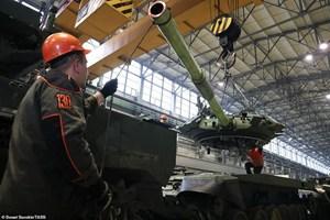 [ẢNH] Bên trong nhà máy sản xuất siêu tăng huyền thoại của Nga