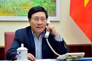 Phó Thủ tướng, Bộ trưởng Ngoại giao Phạm Bình Minh điện đàm với Bộ trưởng Australia