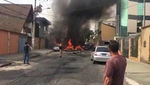 Brazil: Rơi máy bay trên đường phố, 6 người thương vong