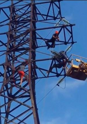 Tử vong do trèo lên cột điện cao thế chụp ảnh