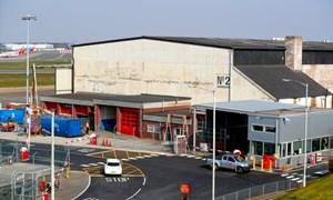 Anh cải tạo nhà chứa máy bay thành nhà xác tạm cho nạn nhân Covid-19