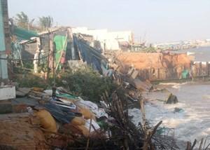 11 nhà dân tại TP Phan Thiết bị sóng biển đánh sập