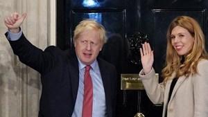 Thủ tướng Anh công bố đính hôn với bạn gái kém 24 tuổi