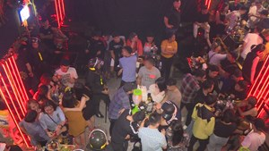 300 Công an đột kích 3 tụ điểm ăn chơi tại TP Buôn Ma Thuột lúc nửa đêm