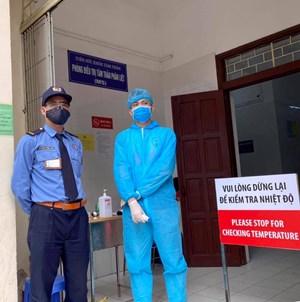 Bác tin đồn phong toả bệnh viện Bạch Mai vì hai nhân viên y tế mắc Covid-19