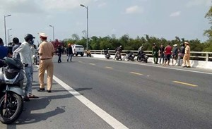 Quảng Nam: Cướp 2 tiệm vàng bất thành, nam thanh niên nhảy cầu mất tích