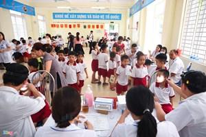 Vụ cháy Nhà máy Rạng Đông: Khám sức khoẻ tổng quát cho học sinh
