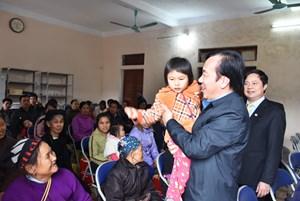 Chùm ảnh: Phó Chủ tịch Ngô Sách Thực tặng quà Tết tại Tuyên Quang