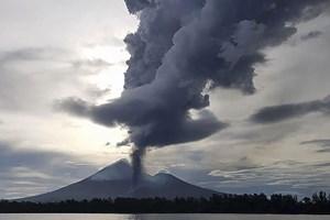 Núi lửa Ulawun ở Papua New Guinea lại phun trào, nhiều người sơ tán