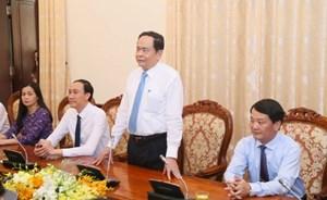 BẢN TIN MẶT TRẬN: Chủ tịchTrần Thanh Mẫn đến thăm và chúc mừng Thành uỷ Hà Nội kỷ niệm 65 năm ngày giải phóng Thủ đô