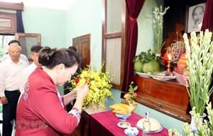 Chủ tịch Quốc hội dâng hương, tưởng niệm Chủ tịch Hồ Chí Minh ở Nhà 67