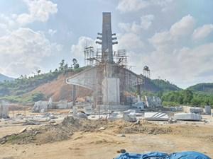 Huyện nghèo xây tượng đài 14 tỷ đồng