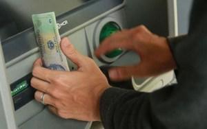 Ngườilạchuyển nhầm tiền vào tài khoản, có phải trả lại không?
