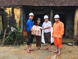 270 suất quà tới tay bà con chịu ảnh hưởng do bão lũ tỉnh Quảng Ngãi