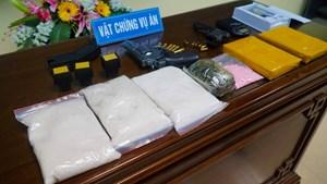 Nam Định: Triệt ổ ma túy trang bị 3 súng ngắn, điểm cờ bạc bằng công nghệ