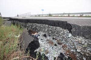 Quảng Nam: Sạt lở tại cầu vượt đường cao tốc 34.500 tỷ