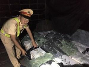 Thừa Thiên - Huế: Phát hiện xe tải chở hơn 1.400 gói thuốc lá không rõ nguồn gốc