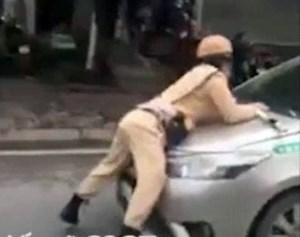 Tài xế taxi hất Trung uý CSGT lên nắp capô ra trình diện