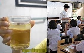 [VIDEO] Thầy giáo pha nước tiểu ép học sinh uống chữa bệnh