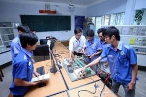 Gắn kết giữa doanh nghiệp và cơ sở đào tạo nghề: Hướng tới chuẩn kỹ năng nghề